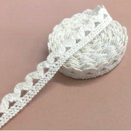Madeira Ornament white 7